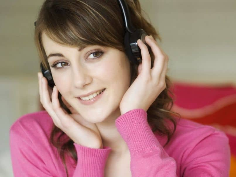 woman with earphone listening to music
