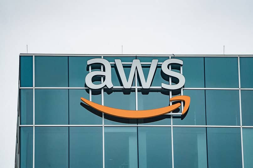 What is it for and what services does AWS offer?  - Amazon Web Services