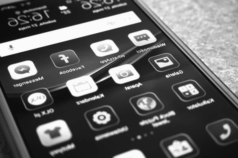 What to do if the screen of my Android cell phone does not turn on or respond?