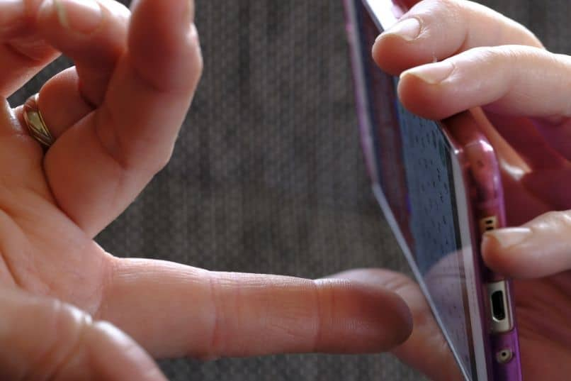 smartphone with keyboard in woman hands