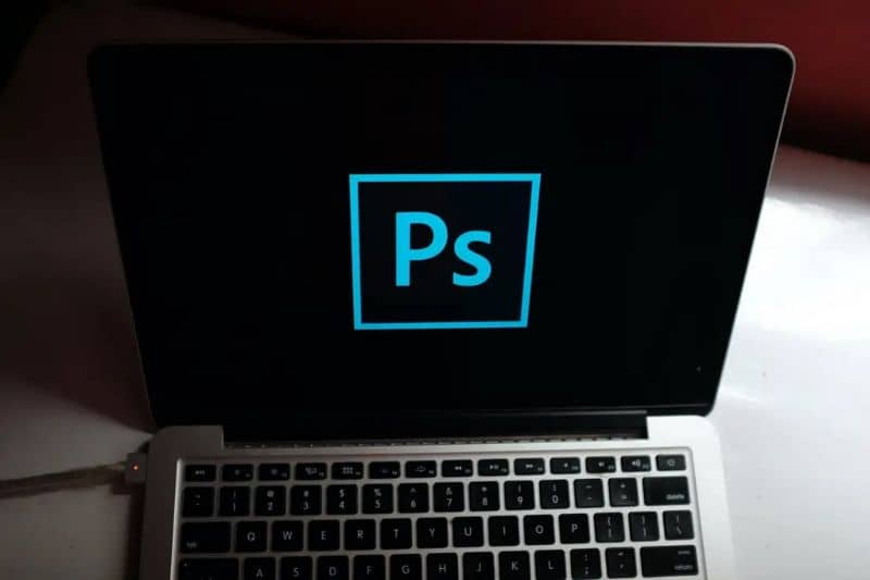 How to turn or flip a picture horizontally in Photoshop