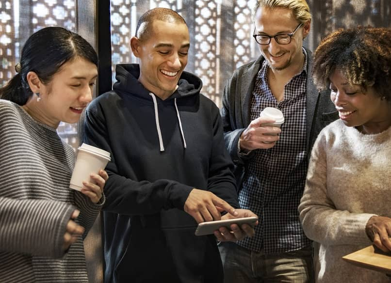 people sharing with mobile in hand