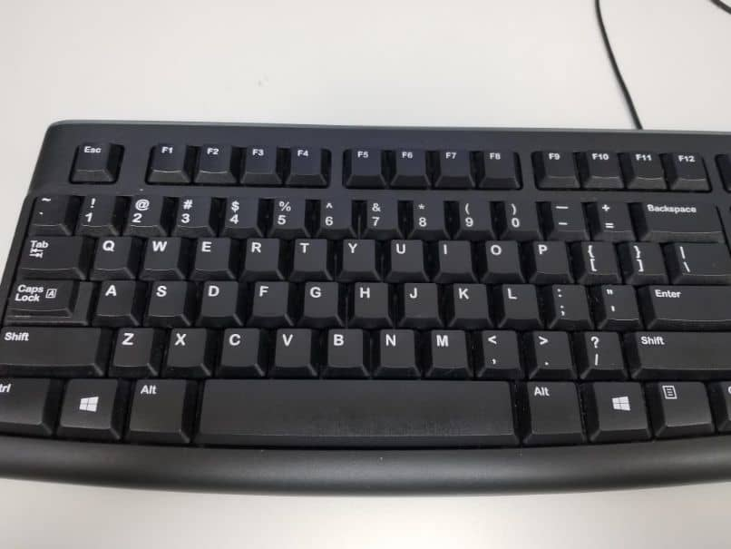 How to reduce or minimize the size of a window in Windows with Keyboard