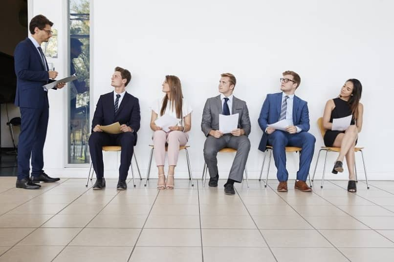 What Should Women Wear or Dress for a Summer Job Interview?
