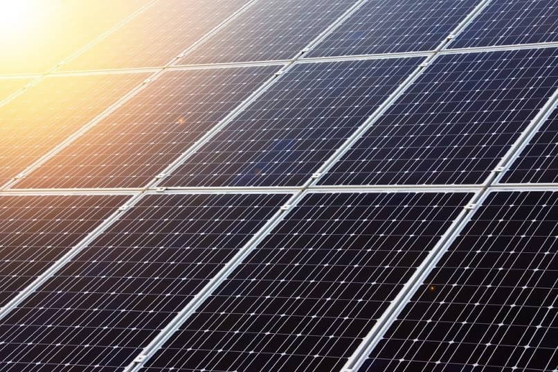 What are the Best Cheap Solar Charged External Batteries?