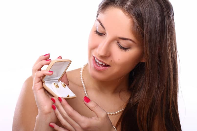 What are the Best Marketing Ideas to Attract Customers to a Fine Jewelry Store?