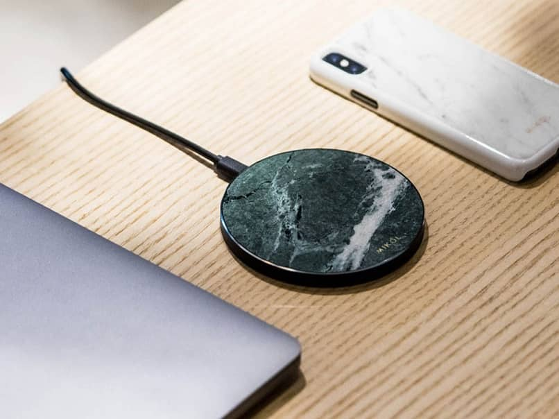What is and How Does the Qi Wireless Charging of Android Phones Work?