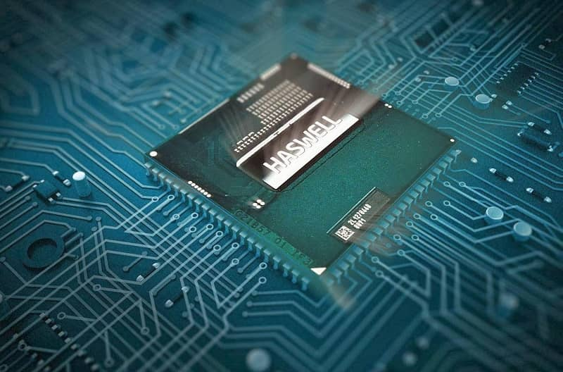 What is the Microprocessor and what is it for? What Types are there + Features?