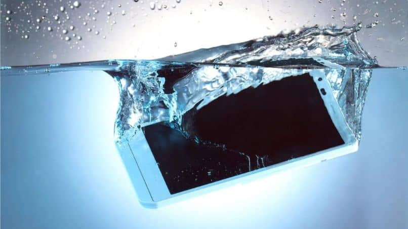 What To Do When A Cell Phone Falls Or Water Gets Wet And Does Not Turn
