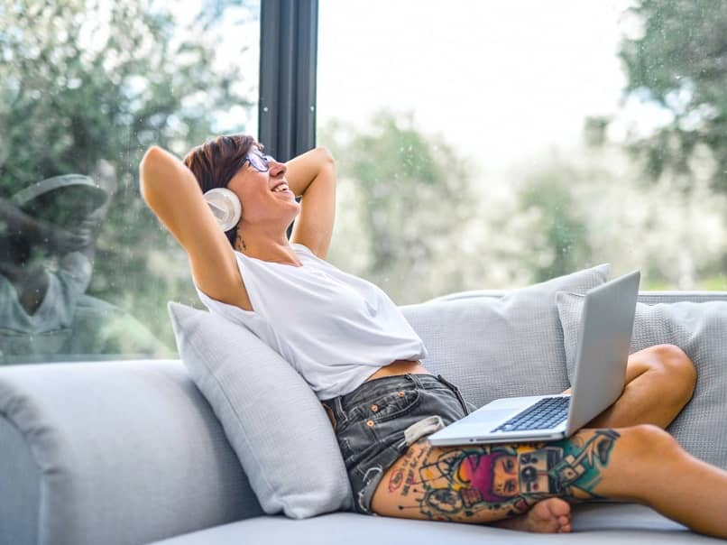 woman with a laptop and a wireless headset