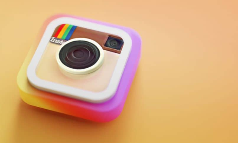 Why are Instagram Stories Green, Purple or Colored?  - Solution