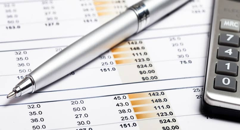 What is the Importance and Differences between Financial Forecasts and Budgets?