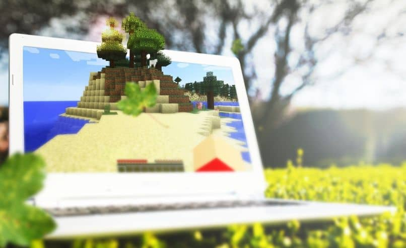 How to Make or Craft a Solar Panel or Sensor in Minecraft