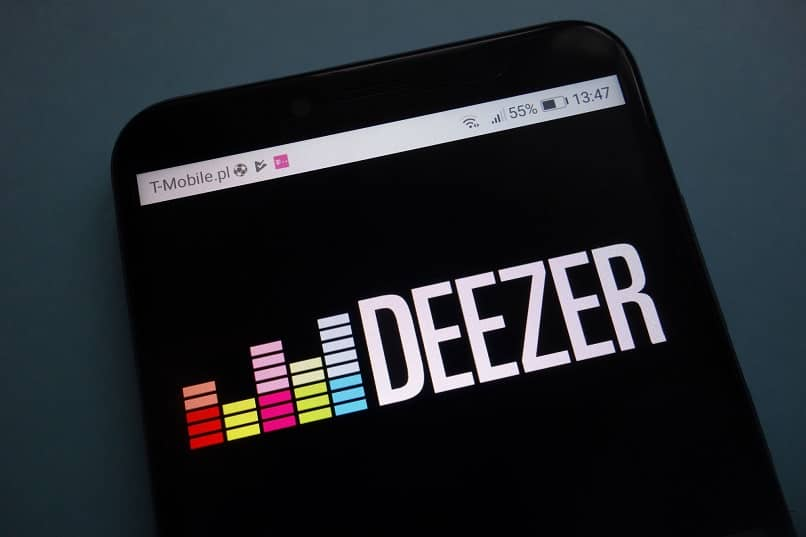 mobile with the name of the deezer app