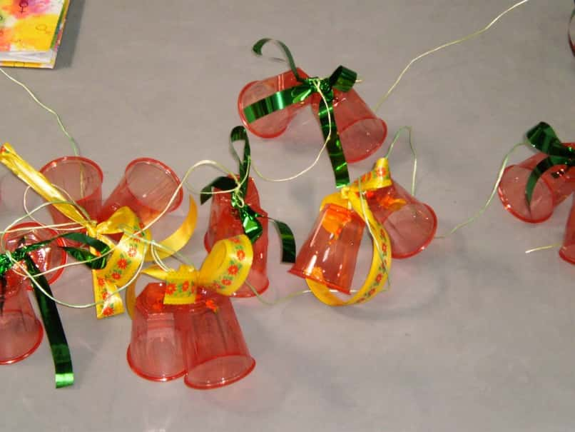 recyclable ornaments to decorate at christmas