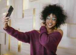 How to Take Perfect Selfie Photos with the Best Poses, Tricks and Original Ideas