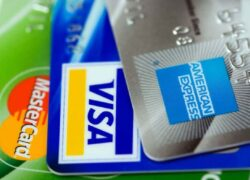 What are the Advantages and Disadvantages of an American Express Credit Card?