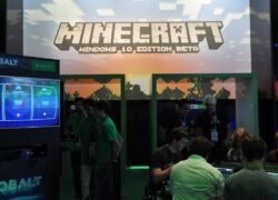 Which Minecraft is better, Java or Windows 10?  - Differences