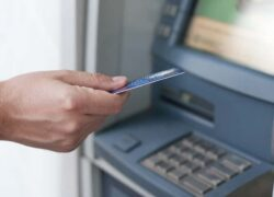 How I Can Withdraw Money from my Visa or MasterCard Credit Card at an ATM