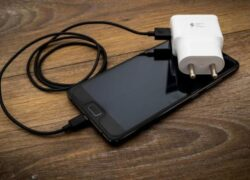 How to Charge My Cell Phone the Right Way or Way to Extend Its Life