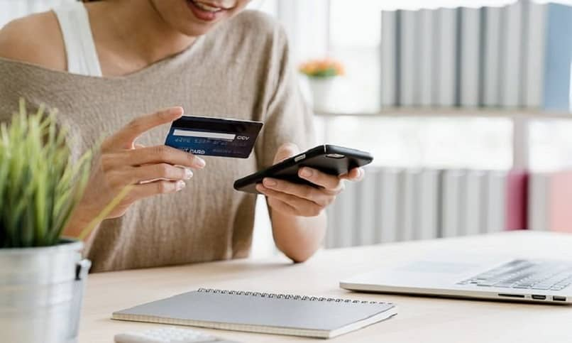 woman buying euros online with credit card