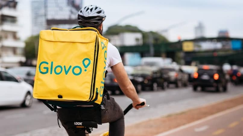 independent bike messenger scattered from Glovo