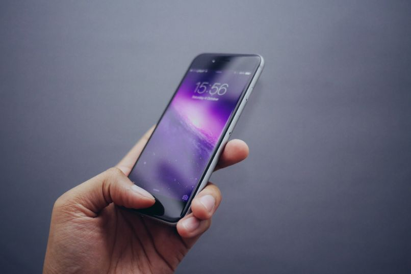 iphone in hand on gray background